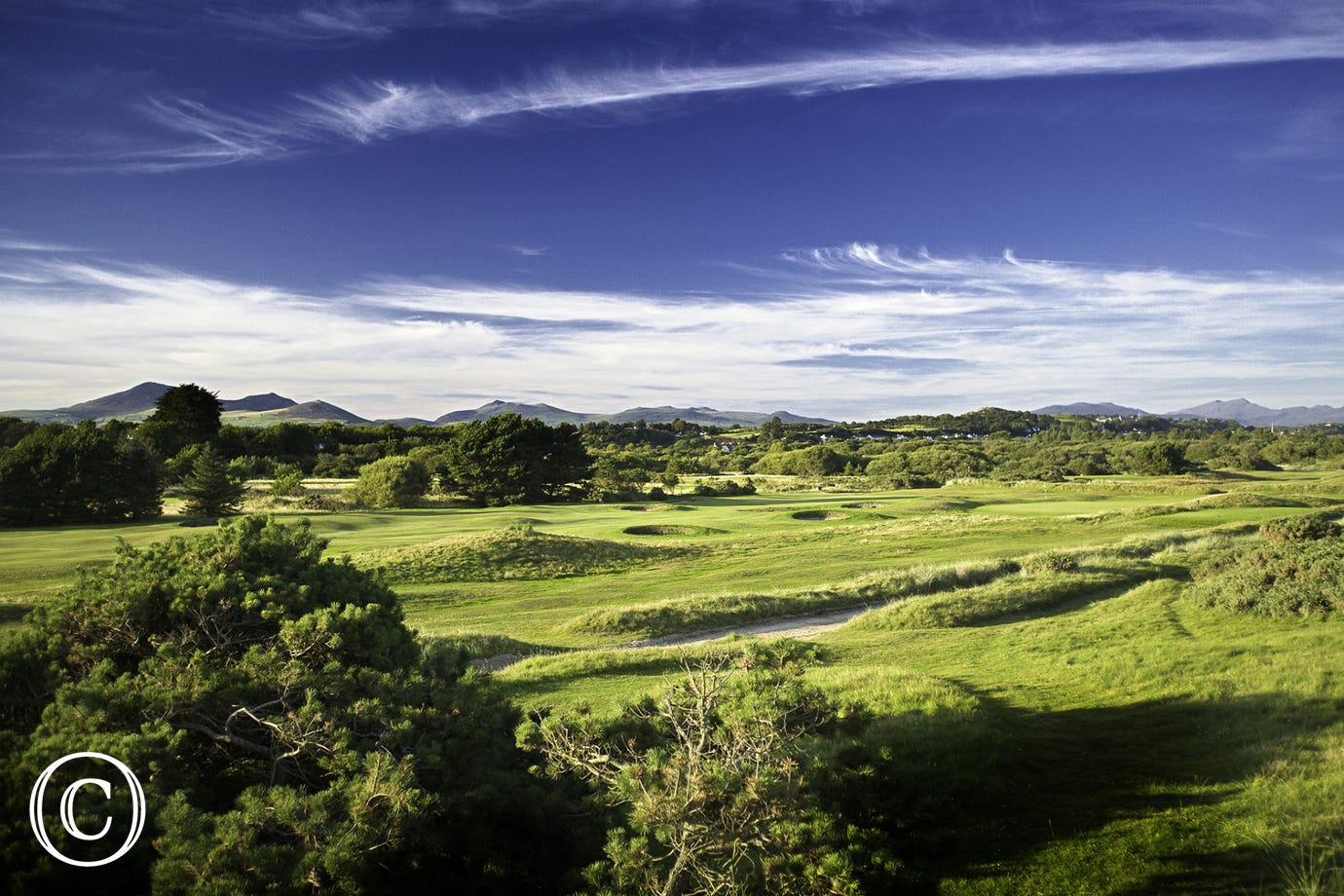 Pwllheli Golf Club (5 miles)