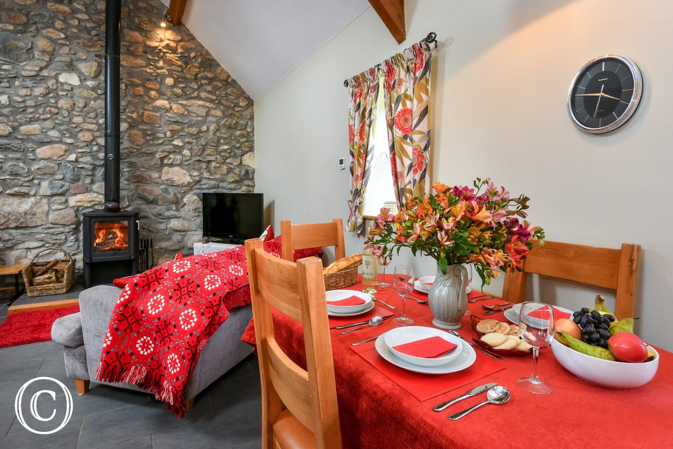 Tranquil setting, underfloor heating, log-burner & 20 beaches nearby.
