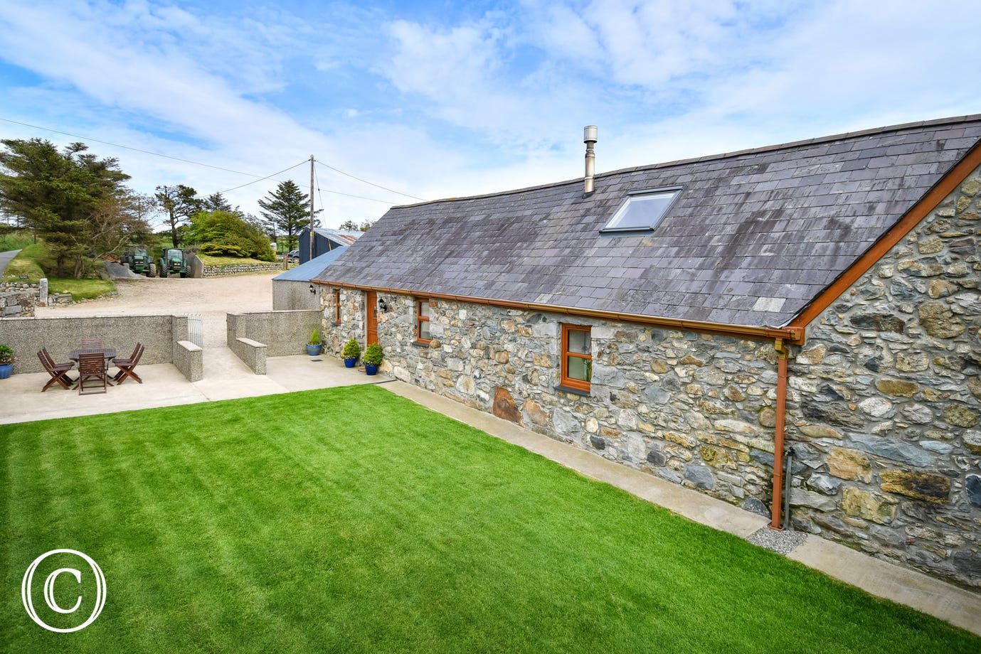 Llyn Peninsula self catering cottage with enclosed garden & patio area