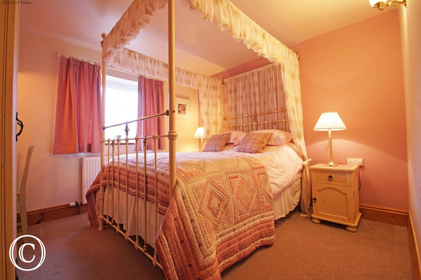 5 star North Wales self catering cottage - 4 poster double bed