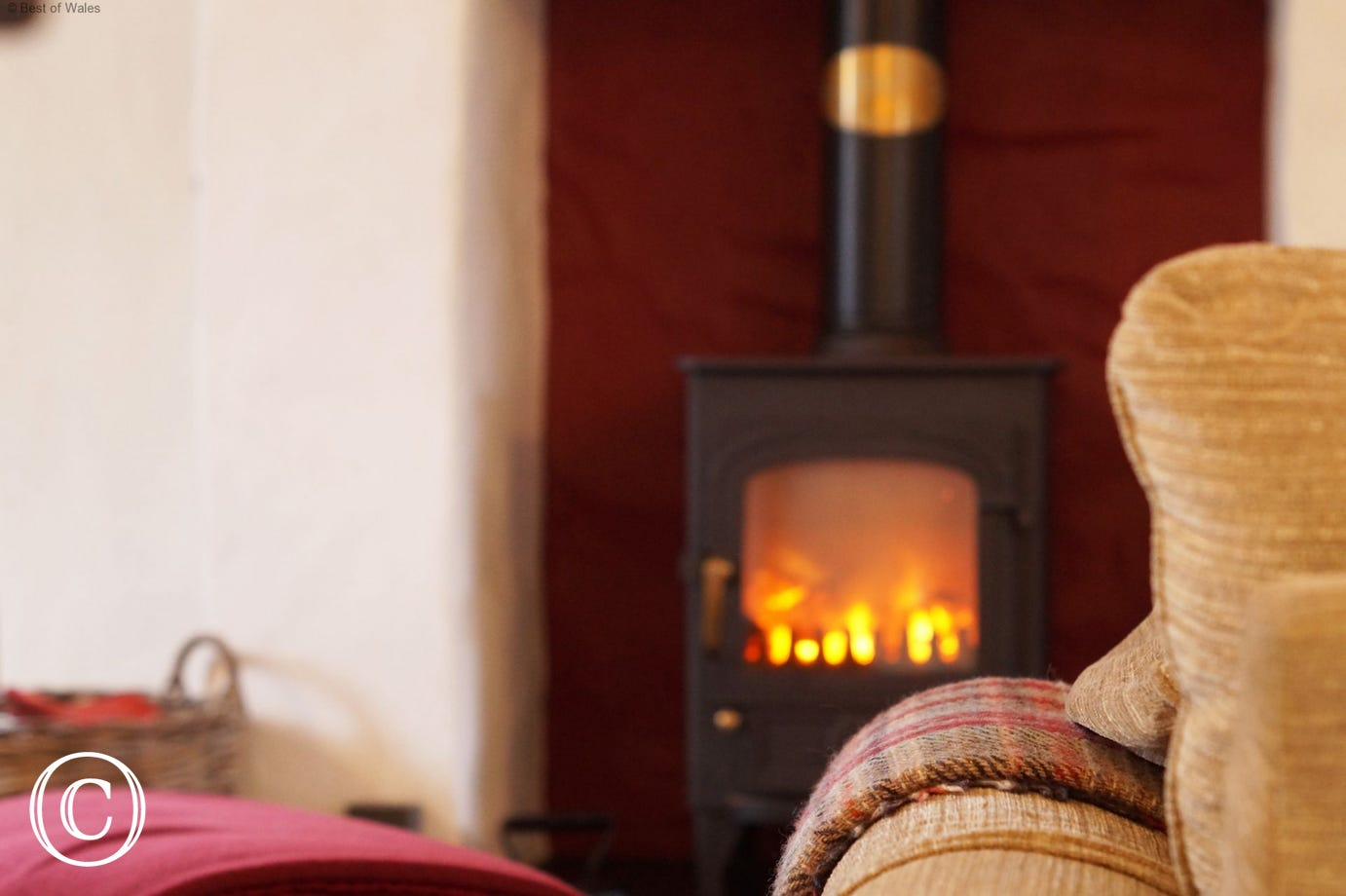 Romantic self catering cottage where you can relax in front of the fire