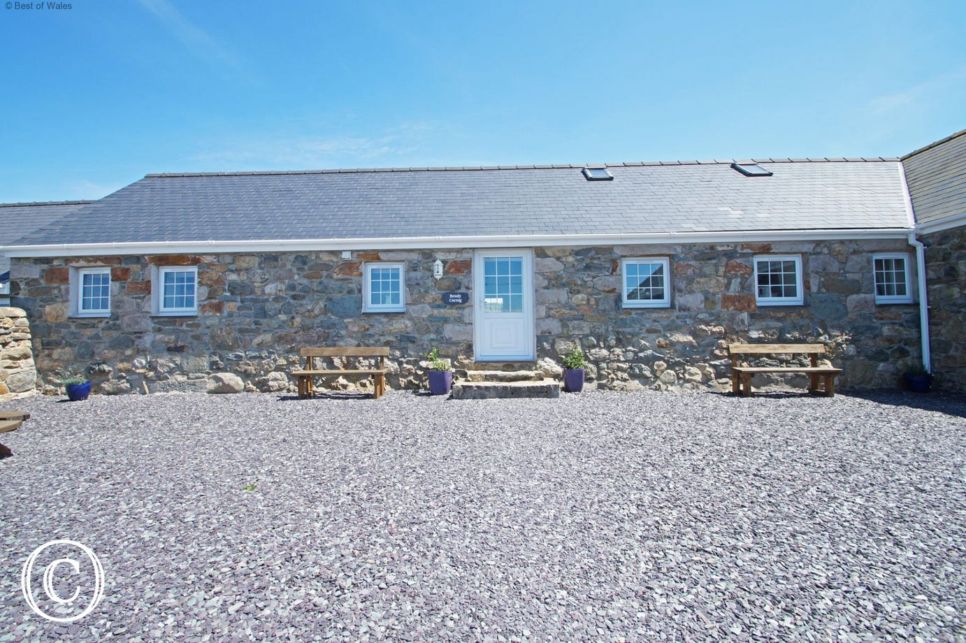 A 5 star holiday cottage with sea view on the Llyn Peninsula