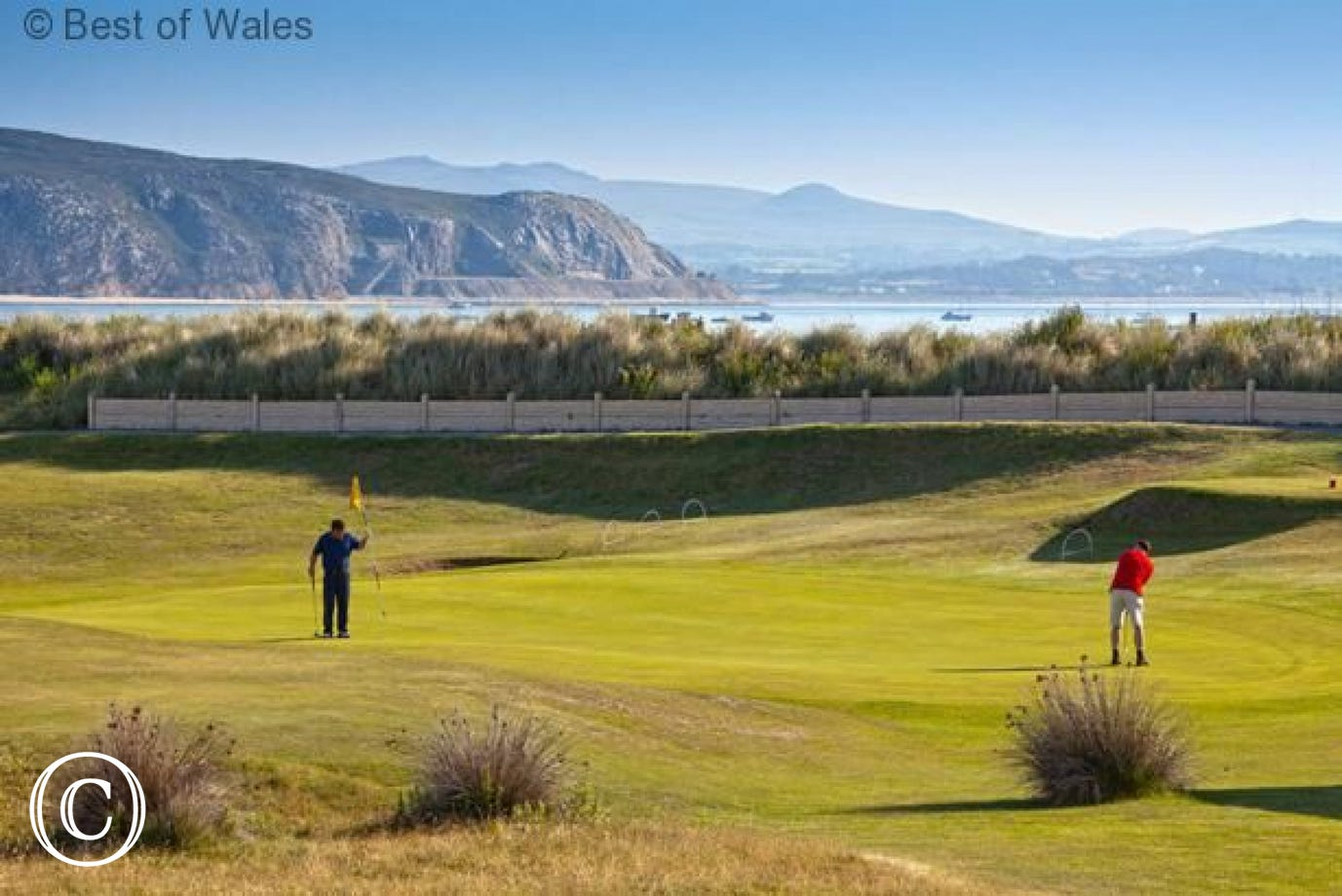 Numerous golf courses within 10 miles, including Abersoch & Pwllheli